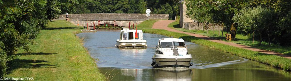 Bateau-Canal-du-Nivernais_∏S-Jean-Baptiste-CD582