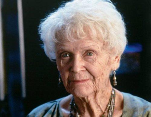 Gloria Stewart - titanic. Son histoire adaptée pour le grand écran l'a rendue célèbre.