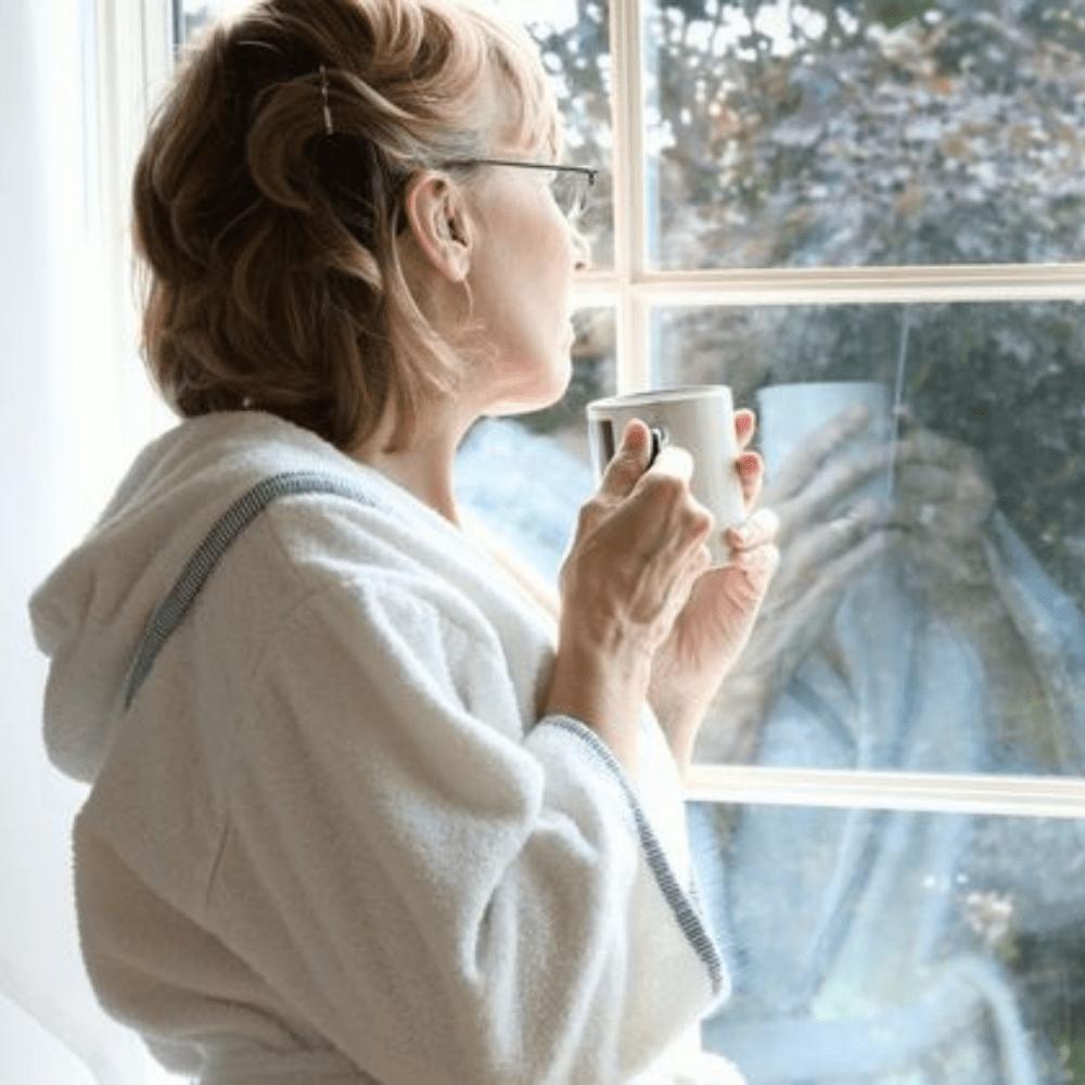 femme fenêtre