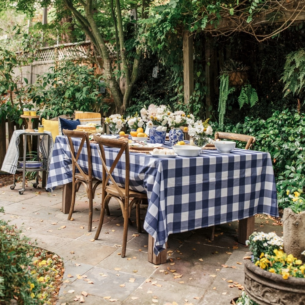 La petite table au fond du jardin !