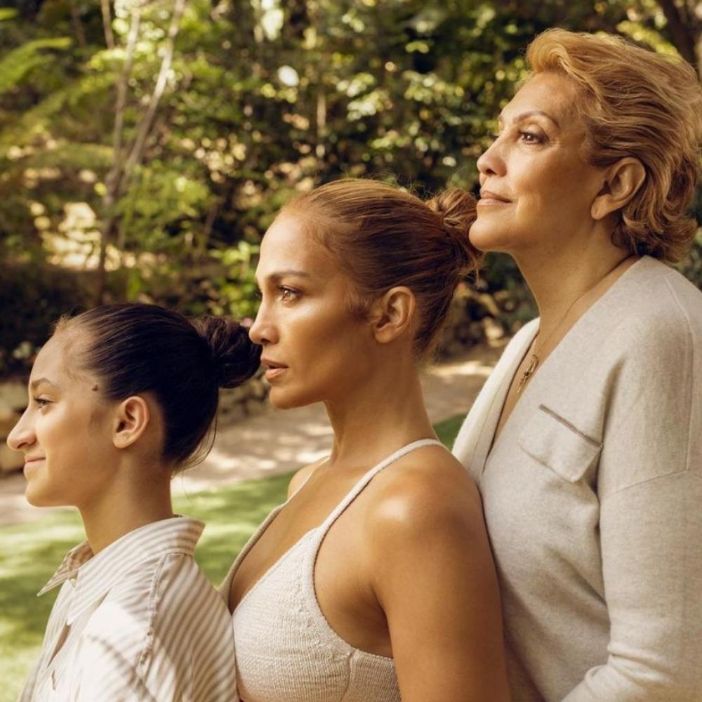 Jennifer Lopez pose en famille