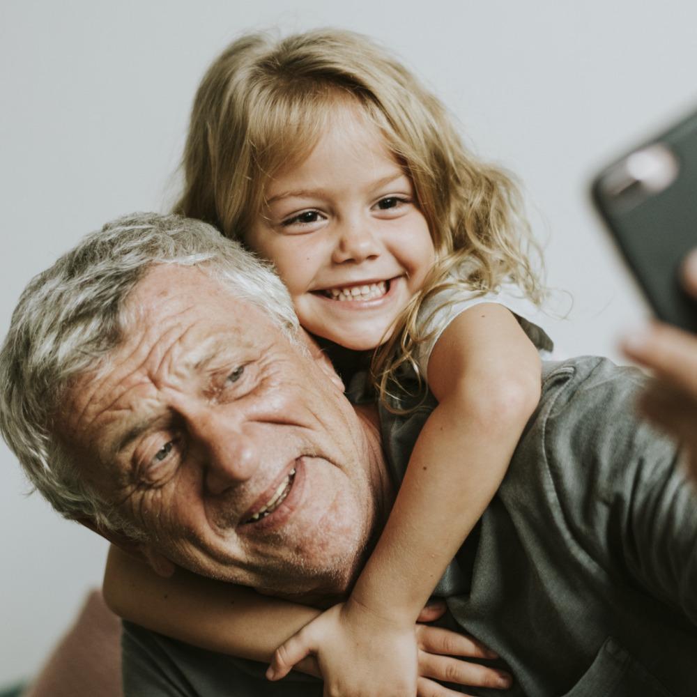 L'antenne familiale : on décrypte les SMS entre Grands-Parents et Petits-Enfants.