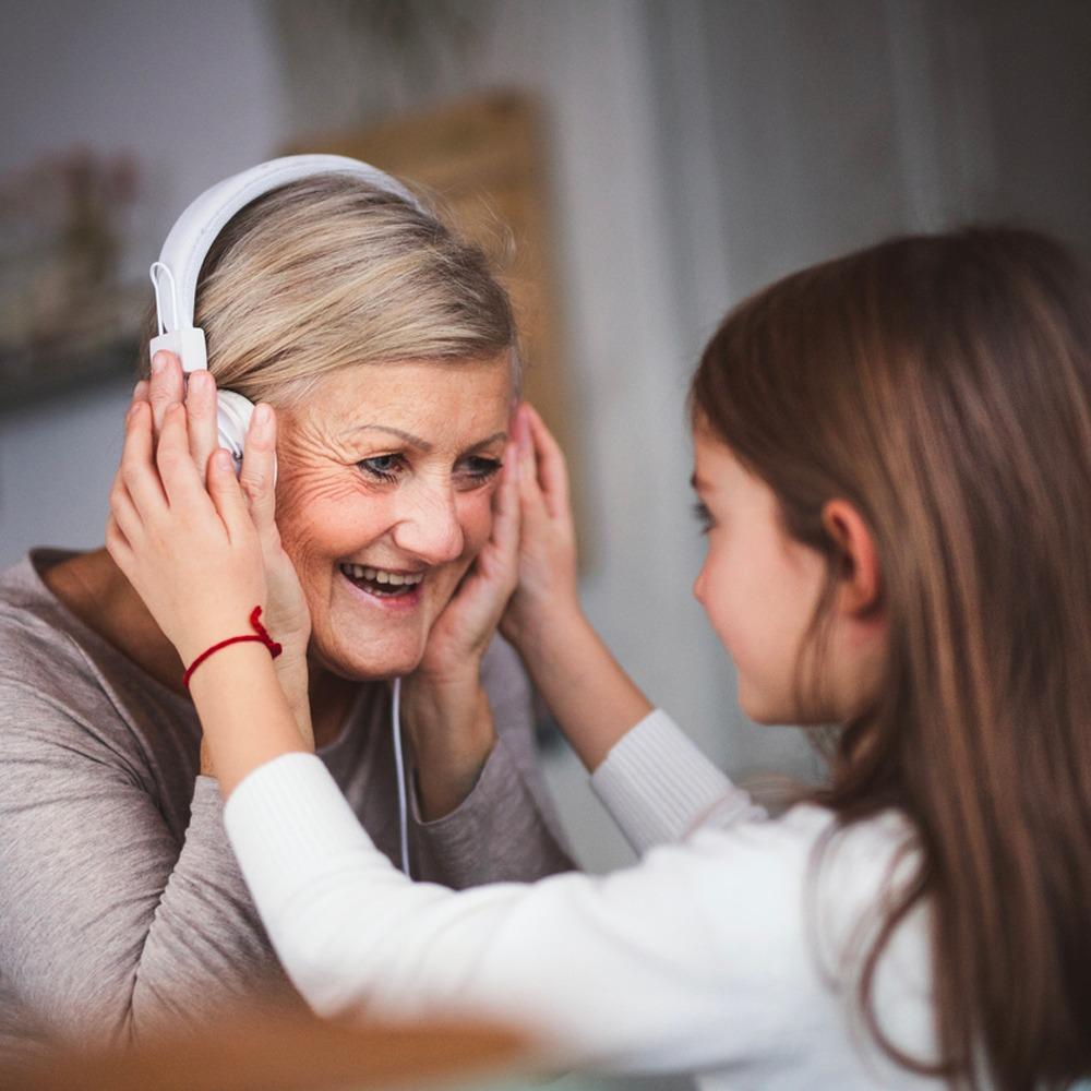grand-mère écouteurs